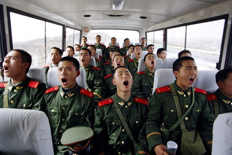 月,山东烟台,武警黄金部队第七支队新兵训练期结束,在车上集体图片